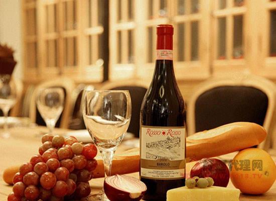 葡萄酒的收敛感指的是什么,它是由什么因素引起的