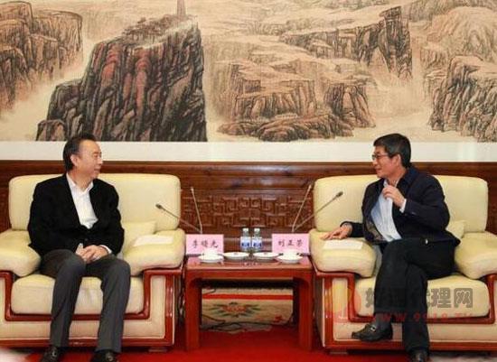 五糧液集團董事長李曙光率隊拜訪新華通訊社
