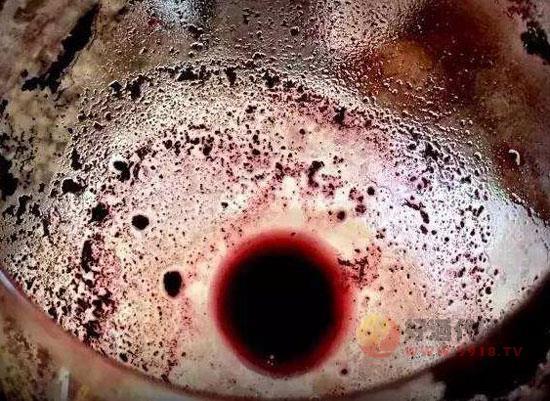 红酒瓶底为啥凹进去,瓶底凹进去的葡萄酒会比较好吗