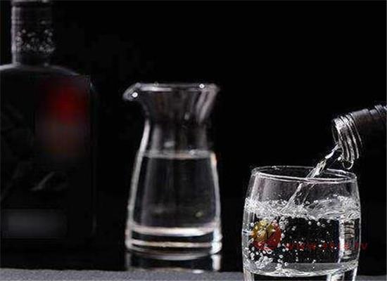 喝白酒能解渴吗,只喝酒不喝水会怎么样