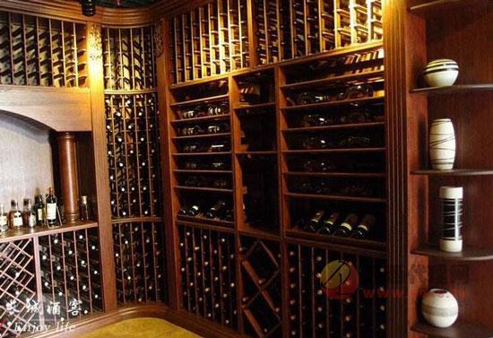 紅酒柜怎么擺放紅酒,應該頭朝外還是朝里