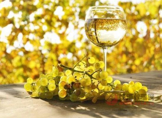 干白葡萄酒和甜白葡萄酒的区别是什么