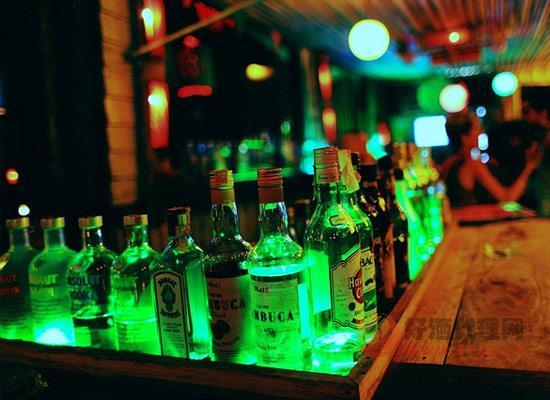 """""""燈紅酒綠""""中為什么酒是綠色的,""""綠酒""""的來源是什么"""