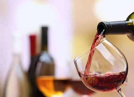 红酒如何倒酒,葡萄酒的基本礼仪讲解