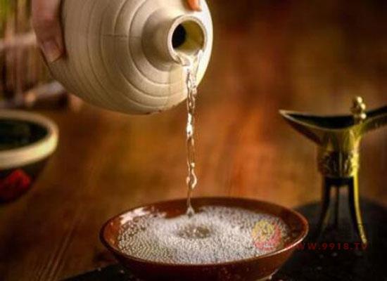 发酵好的浓香型白酒有曲子味儿吗?