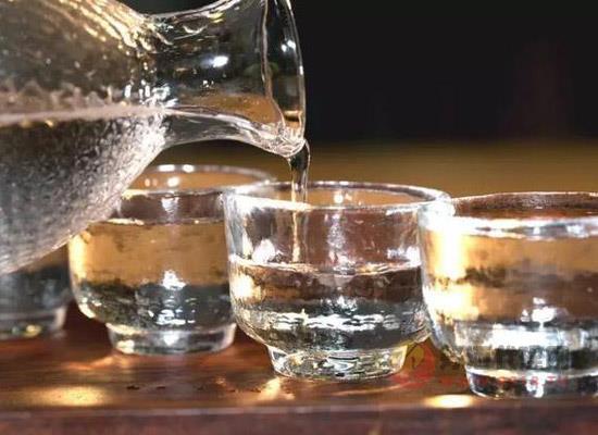 喝醬香型白酒的注意事項,醬香酒可以溫著喝嗎