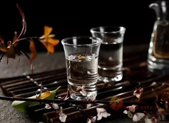"""67度高度白酒可以消毒嗎,高度白酒對""""防疫""""有無幫助"""