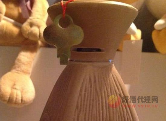 桂林三花酒如何打開,瓷瓶簡單開瓶方式