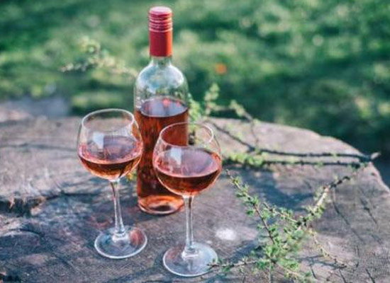 适合夏季饮用的酒水有哪些,桃红葡萄酒也能配撸串