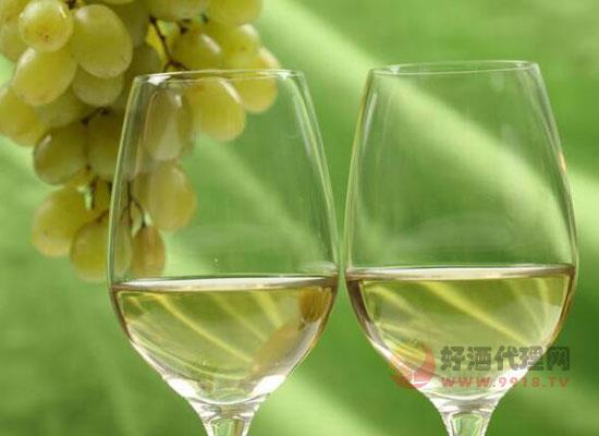 夏日炎炎,为什么白葡萄酒更适合夏天喝