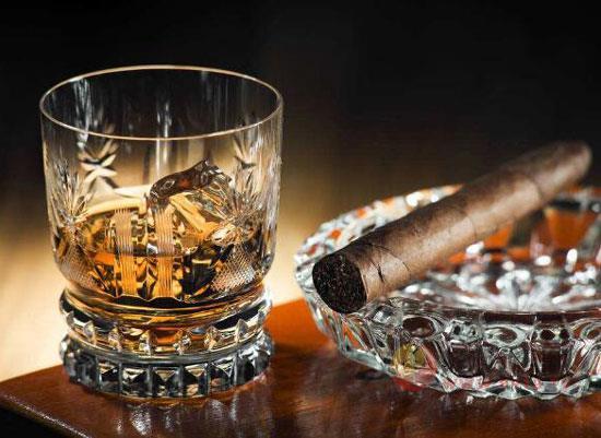 威士忌为什么有烟熏味,威士忌烟熏味和泥煤味来自哪里