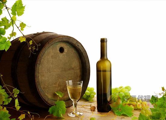 夏季適合飲用白葡萄酒嗎,需要注意的問題有哪些