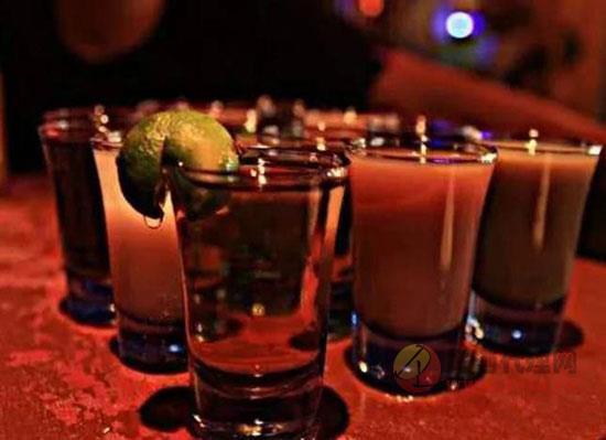 酒混著喝為什么容易醉,原因在這里