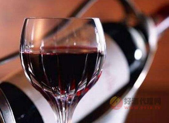倒红酒的正确方法,一分钟教你正确倒红酒