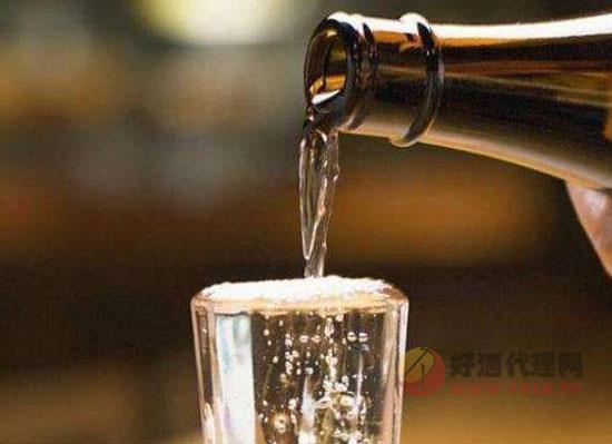 酒桌上的斟酒禮儀,如何正確斟酒