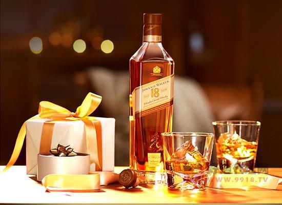 尊尼获加18年威士忌,大师匠心制作,共享欢乐时刻
