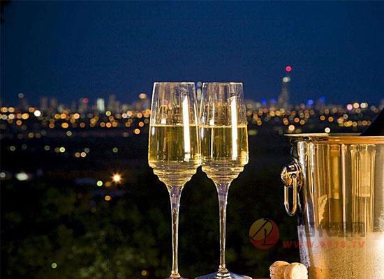 香槟的特点是什么,为什么香槟是起泡酒中的高端品