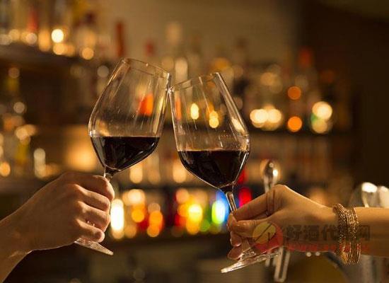 喝酒為什么要碰杯,真正的原因你了解嗎