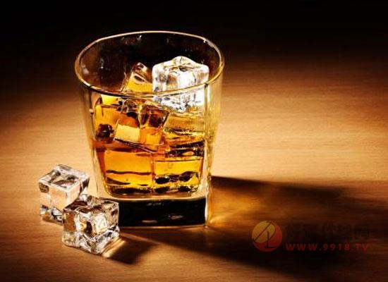 威士忌应该怎么喝,饮用威士忌正切的姿势你知道吗