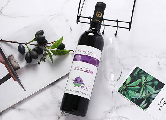 華龍長白山山葡萄酒的特點是什么,遠離污染,原汁純釀