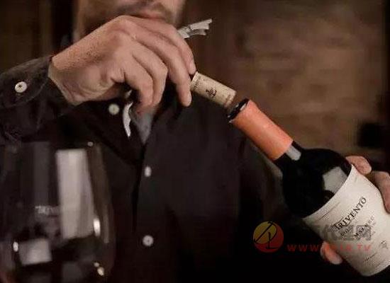 倒葡萄酒的基本禮儀,怎么倒葡萄酒比較好