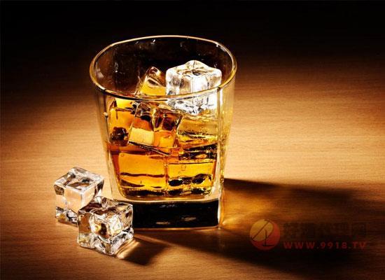 喝威士忌为什么要加水,威士忌加水的来源是什么