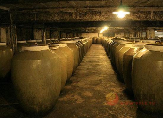 白酒为什么要窖藏,窖藏的好处有哪些