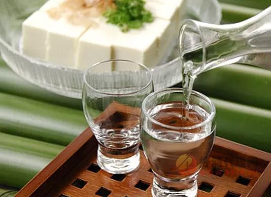夏天可以喝白酒吗,夏天喝白酒的好处有哪些