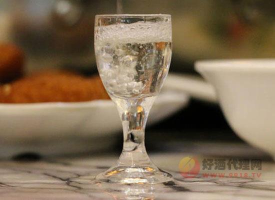 白酒的香型都有哪些,哪种更好喝一些呢?