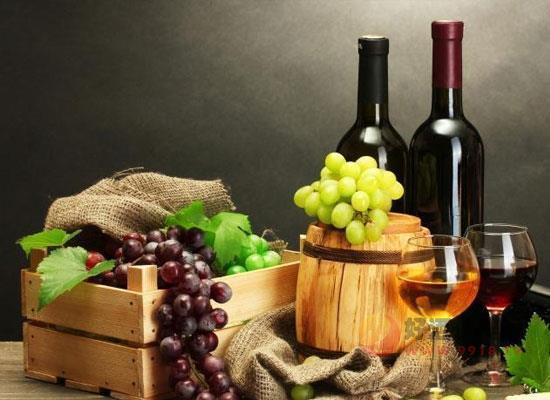 红酒的年份越老越好吗,喝红酒应该用哪只手碰杯