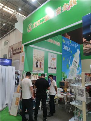永丰北京二锅头鎏金版漯河糖酒会人气爆棚,一瓶值得你品鉴的好酒!
