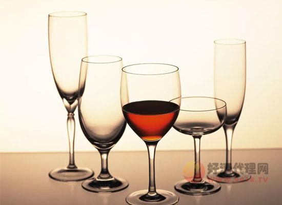 小满适合喝什么酒,一杯美味葡萄酒让小满更有情调