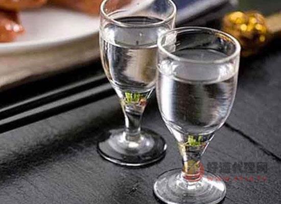 夏季适合喝白酒吗,应该怎么喝