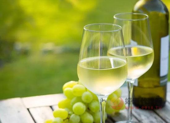 夏季为什么要喝白葡萄酒,白葡萄酒的特点是什么