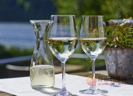 白葡萄酒需要醒酒吗,醒酒的作用是什么