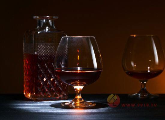 喝白兰地酒用什么杯子,白兰地酒怎么品鉴