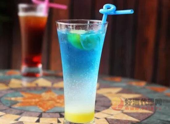 蓝色夏威夷鸡尾酒度数高吗,应该怎么制作