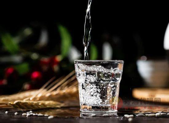 什么是纯粮固态发酵酒,鉴定纯粮酒的方法有哪些