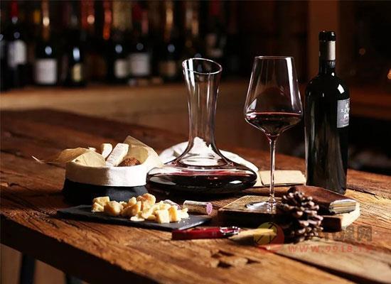 葡萄酒挂杯现象如何产生,跟质量有没有直接联系