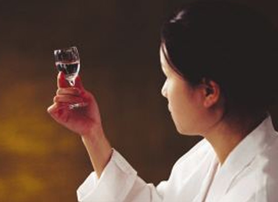 如何判断白酒的品质,让惠方商贸来教你