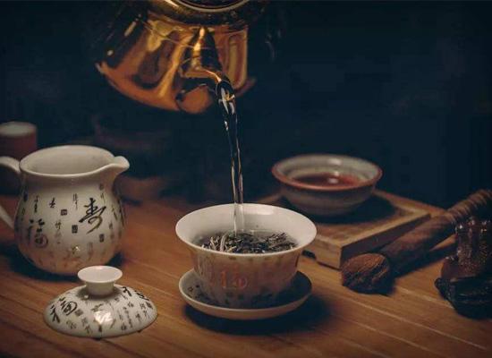 喝酒以后能喝浓茶吗?让醉香粮尊酒业帮你揭开真相