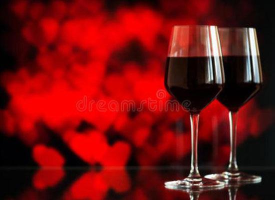 朋友小聚,法國康蒂名爵西拉干紅與圣誕節更配哦!