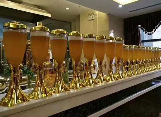 多彩啤酒,彩色人生,青岛多彩啤酒代理享受美味人生